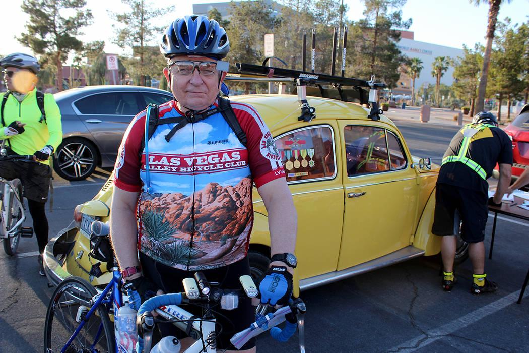 Jim Little, fundador del Club de Ciclistas de Las Vegas, se mantiene en buena condición a sus 75 años gracias a esta práctica. Comisión Regional de Transportación del Sur de Nevada, 17 de may ...