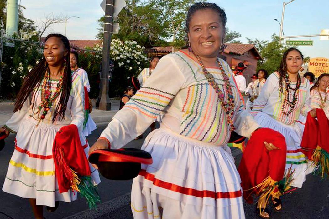 El desfile contará con la participación de distintos grupos que representarán a 14 países diferentes, en su mayoría latinoamericanos, sin embargo, esta edición del festival ahora tendrá a C ...