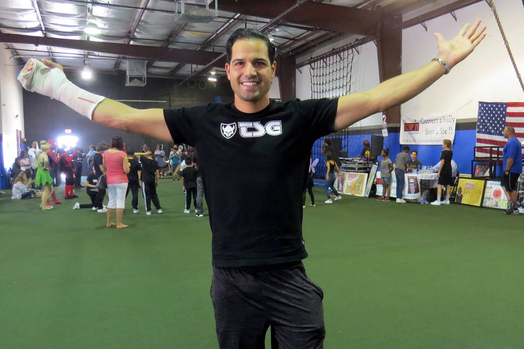 """""""Que estar activos es algo divertido y mantenerse sanos es lo más importante"""": Ricardo Laguna, corredor profesional de BMX. Sábado 20 de mayo en 'Game Changers Sports Training Center'.   ..."""