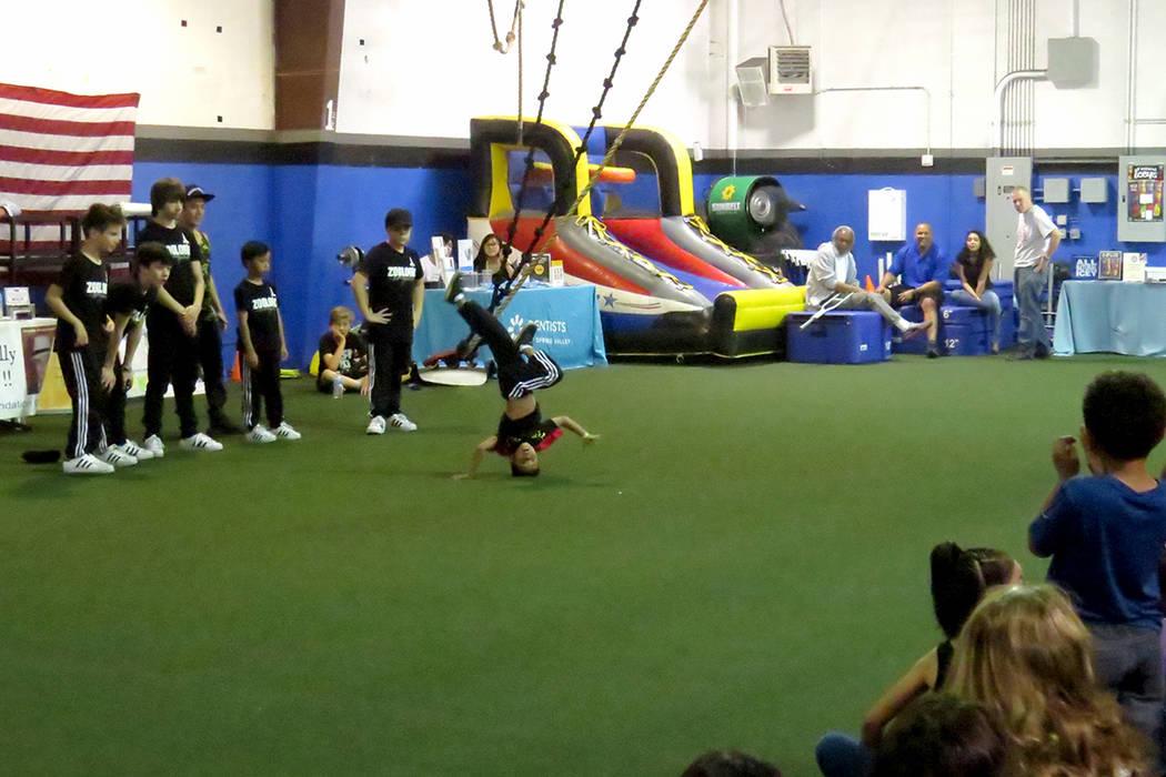 El baile y movimientos de coordinación fueron algunas de las actividades realizadas en el evento. Sábado 20 de mayo en 'Game Changers Sports Training Center'.   Foto El Tiempo/Anthony Avella ...