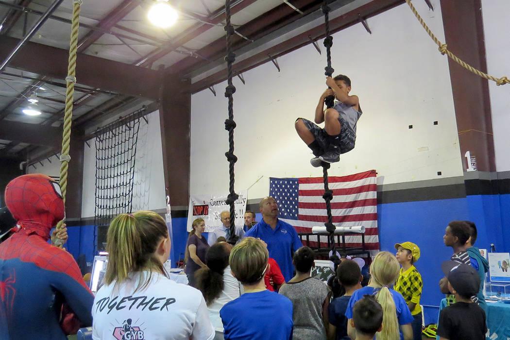 Los ejercicios de resistencia fueron un reto importante para los niños asistentes. Sábado 20 de mayo en 'Game Changers Sports Training Center'. | Foto El Tiempo/Anthony Avellaneda.