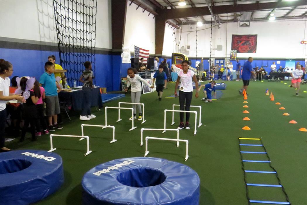 Los ejercicios de resistencia fueron un reto importante para los niños asistentes. Sábado 20 de mayo en 'Game Changers Sports Training Center'.   Foto El Tiempo/Anthony Avellaneda.