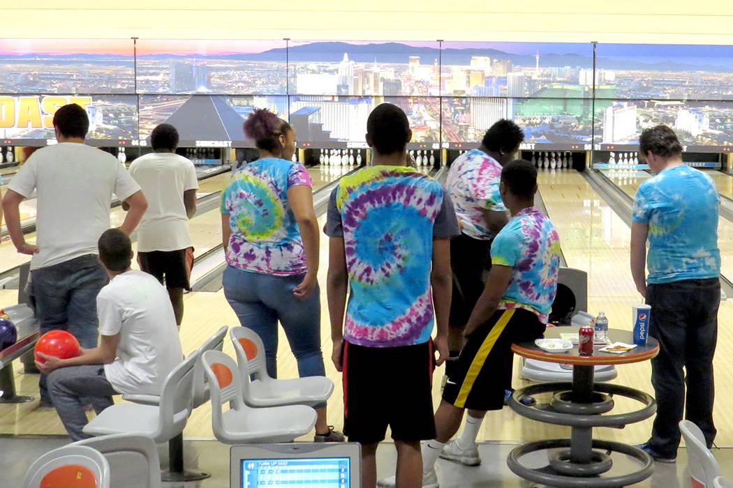 Jóvenes sin hogar que reciben ayuda de NPHY pudieron disfrutar de un día de diversión. Sábado 13 de mayo en el hotel y casino Suncoast. Foto El Tiempo/Anthony Avellaneda.