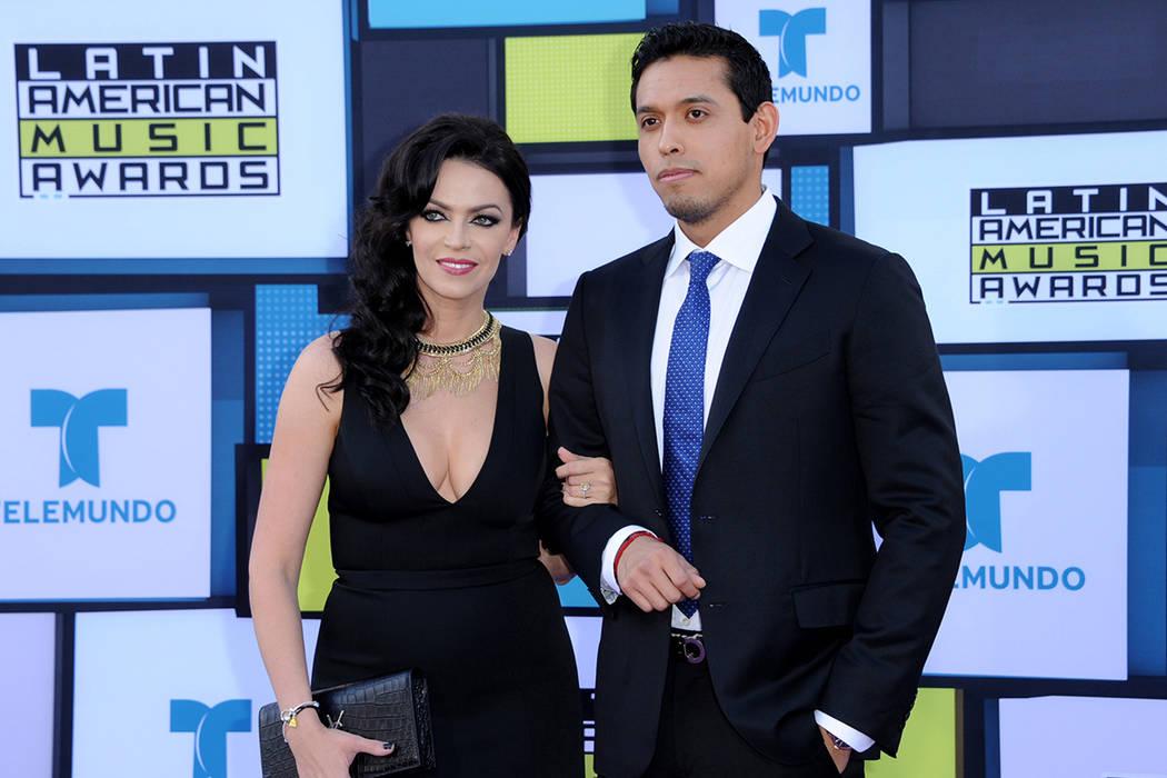 Iván y Simona Aguilera llega a los Latin American Music Awards en el Teatro Dolby el jueves, 6 de octubre de 2016, en Los Ángeles. | Foto Richard Shotwell/Invision/AP)