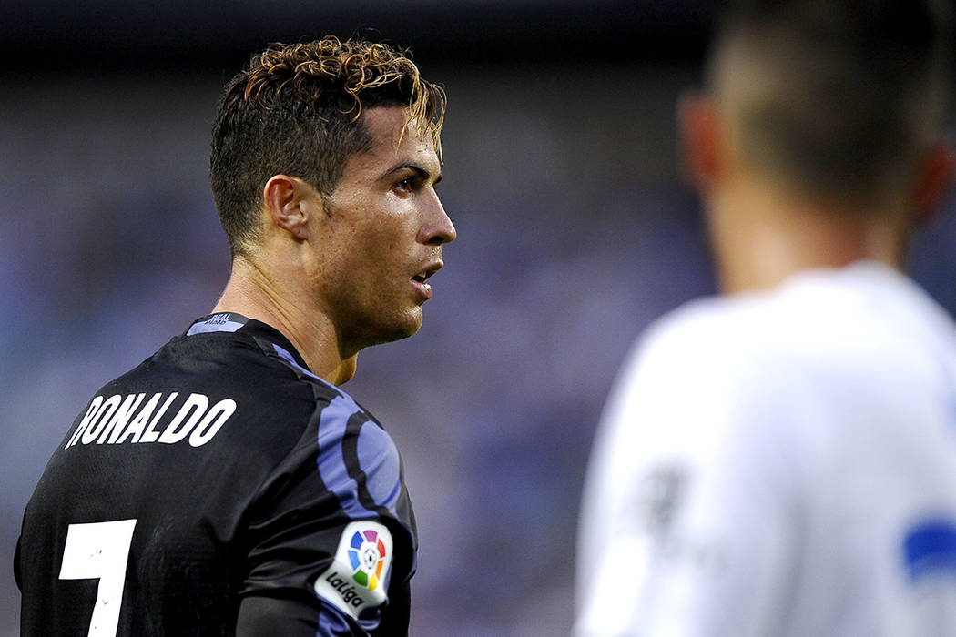 Cristiano Ronaldo, del Real Madrid, durante un partido de la Liga española de fútbol entre Málaga y el Real Madrid en Málaga, España, domingo, 21 de mayo de 2017. | Foto AP/Daniel Tejedor.