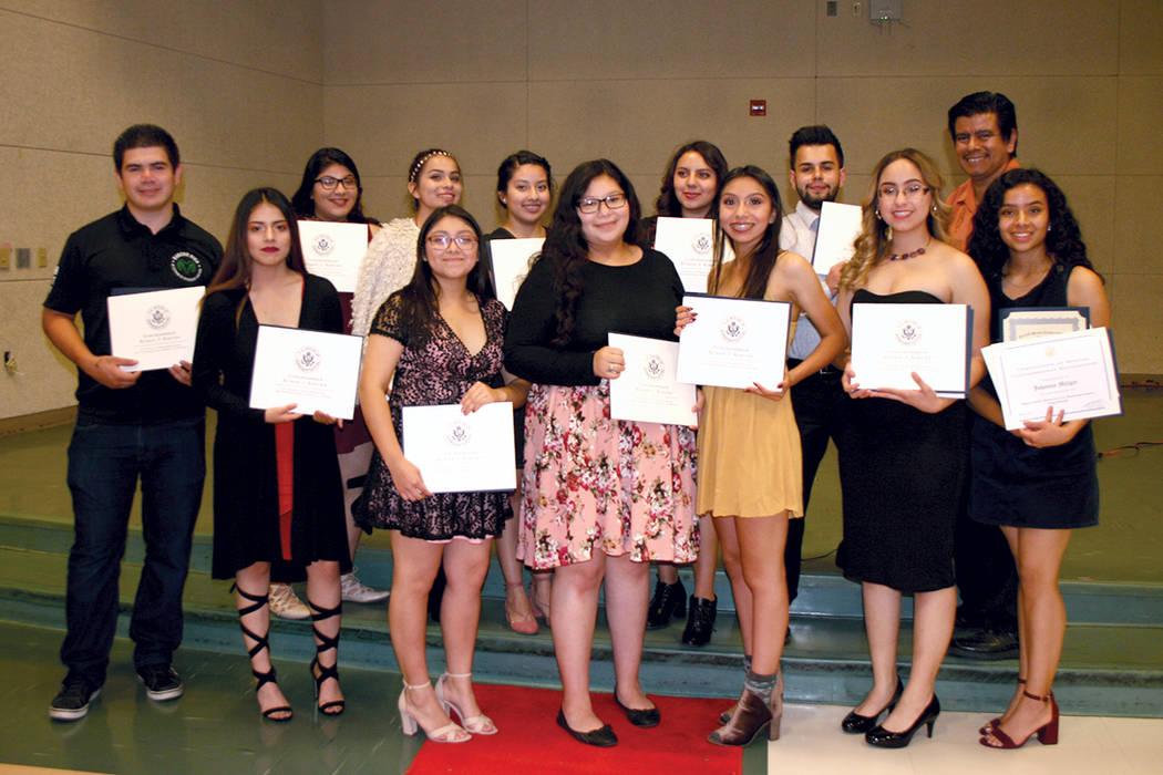 Parte del grupo de estudiantes miembros de HSU de Rancho HS que se gradúan y recibieron reconocimientos, en evento del 19 del 19 de mayo del 2017. | Foto El Tiempo/ Valdemar Gonzalez.