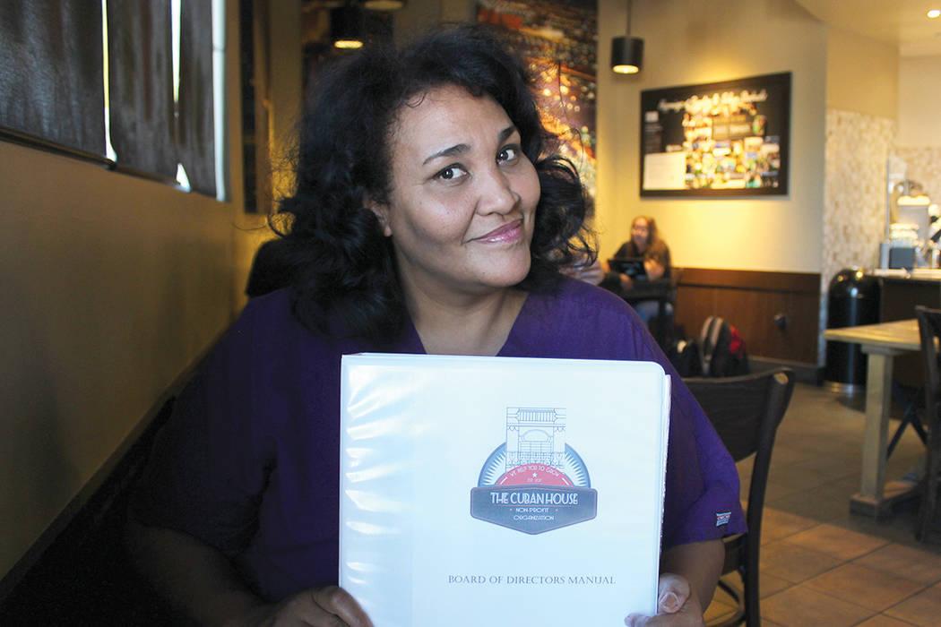 Glenda Alfonso, fundadora de The Cuban House, convoca a los artistas cubanos radicados en Las Vegas a participar en su organización. | Foto El Tiempo/Cristian De la Rosa.