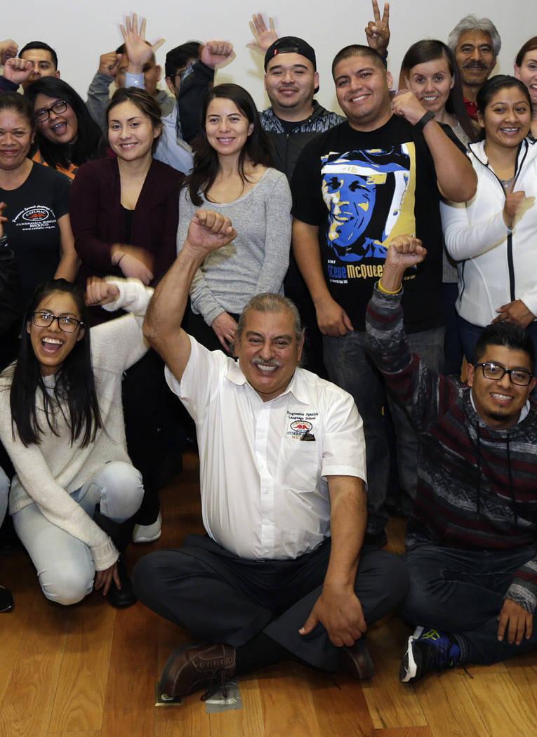 ARCHIVO- En esta foto del 22 de diciembre de 2016, Armando Vázquez-Ramos, profesor de estudios chicanos de la Universidad Estatal de California que dirige un curso transfronterizo, centro, posa p ...