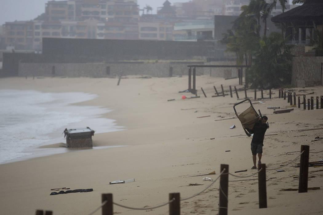 ARCHIVO- Un hombre recupera sus pertenencias después del paso del huracán Newton en Cabo San Lucas, México, el martes 6 de septiembre de 2016. Newton se estrelló en los complejos gemelos de Lo ...
