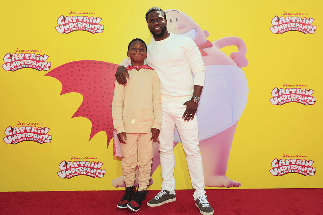 "Hendrix Hart y Kevin Hart vistos en DreamWorks Animation y Twentieth Century Fox ""Capitán Underpants: The First Epic Movie"" Premiere de Los Angeles en el Teatro Regency Village el domingo, 21 de  ..."