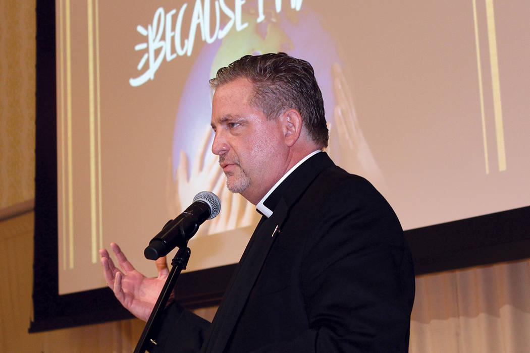 Presidente de Caridades Católicas del Sur de Nevada, Thomas Roberts, invitó a todos los jóvenes a seguir sus sueños sin importar de donde vienen. La ceremonia de graduación de llevo a cabo en ...