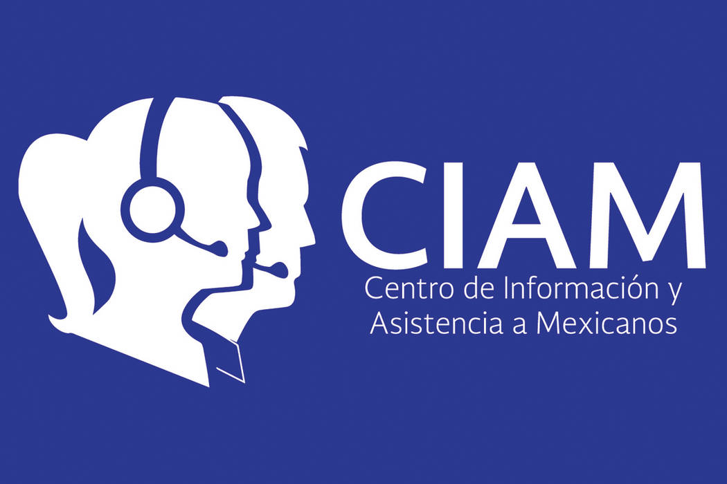 El CIAM opera las 24 horas del día, los siete días a la semana, orientando a los inmigrantes mexicanos a través de todo el país sobre dudas que tengan sobre las nuevas políticas migratorias e ...