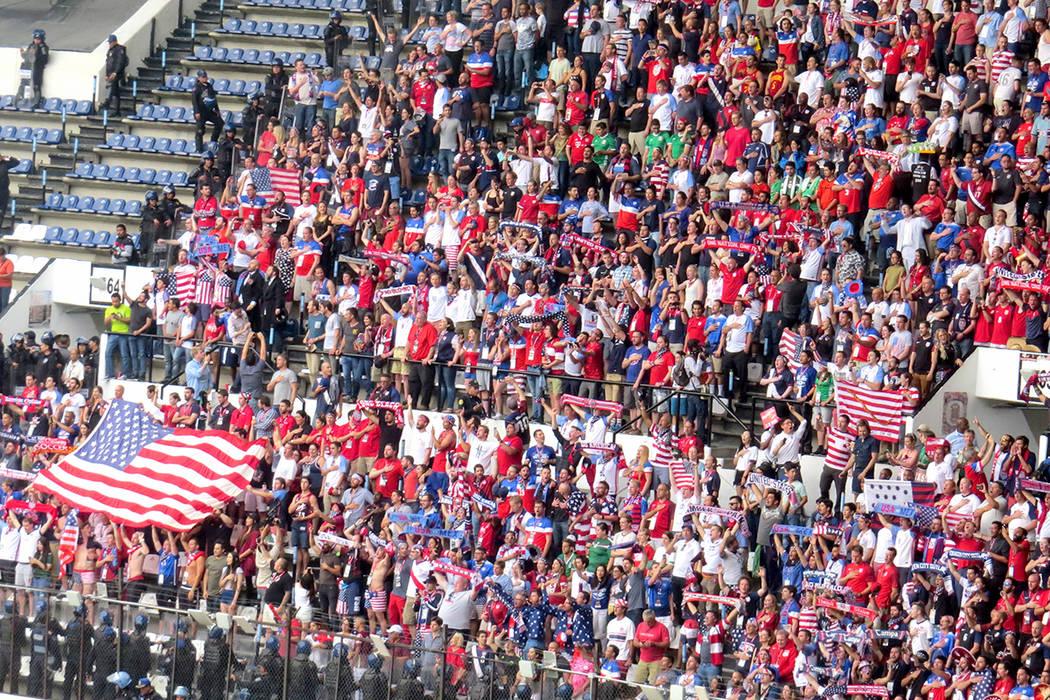 Cientos de aficionados estadounidenses hicieron el viaje para apoyar a su selección. Domingo 11 de junio en Estadio Azteca de la Ciudad de México. | Anthony Avellaneda/ El Tiempo- Enviado Especial.