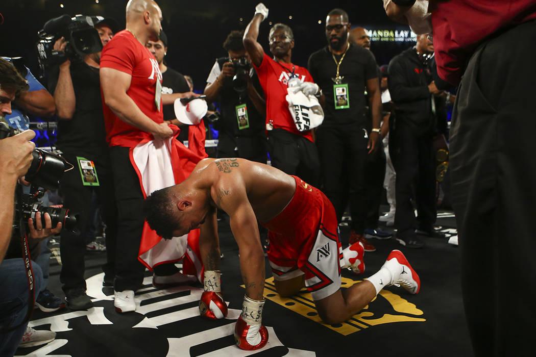 Andre Ward después de derrotar a Sergey Kovalev en la octava ronda por nocaut técnico durante su lucha de campeonato de peso semipesado en el Mandalay Bay Events Center en Las Vegas el sábado 1 ...