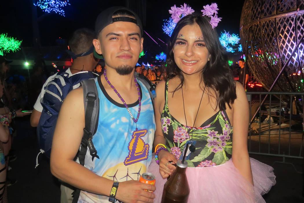 Jóvenes hispanos residentes de California no podía faltar en este evento. Del 16 al 19 de junio en EDC Las Vegas. Foto El Tiempo. | Foto Anthony Avellaneda/ El Tiempo.