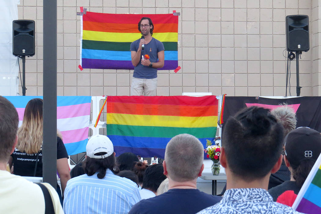 Durante la vigilia en Las Vegas se habló sobre la importancia de seguir fomentando el respeto y la tolerancia. Lunes 12 de junio en el Centro para la Comunidad LGBTQ. | Foto Anthony Avellaneda/ E ...