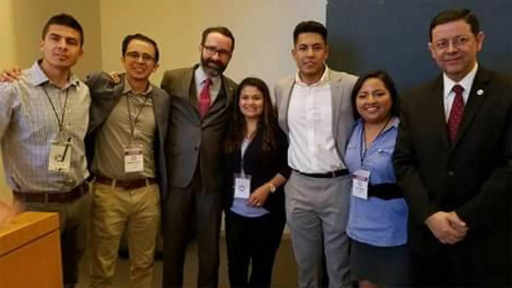 El equipo ganador del evento tuvo entre sus integrantes a Aaron Luna, 'dreamer' de Las Vegas, quien podrá realizar una iniciativa a favor de su comunidad. Foto Cortesía.