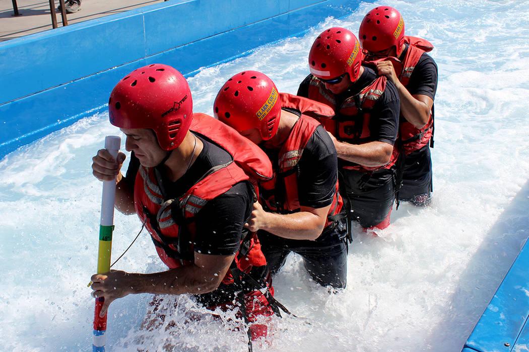 El agua en una inundación repentina puede alcanzar una velocidad de hasta 30 millas por hora.   Cristian De la Rosa / El Tiempo.