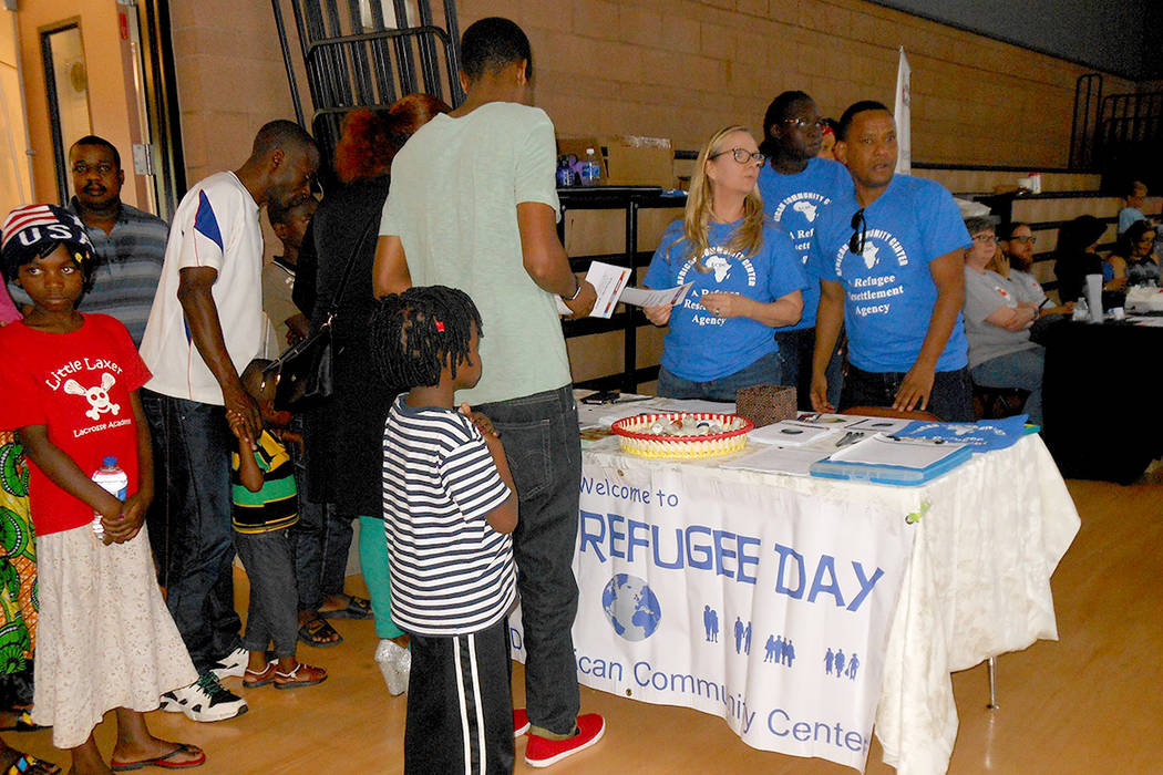 Adultos y niños con estatus de refugiados llegaron a participar en en evento dedicado a ellos organizado por la Cruz Roja, Caridades Católicas del Sur de Nevada y otras agencias, el 23 de junio  ...