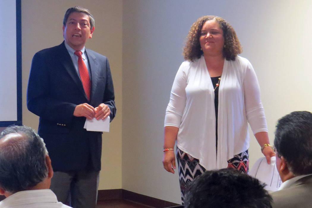 El cónsul de México en Las Vegas, Emb. Alejandro Madrigal, informó la próxima apertura de la 'Ventanilla de Asesoría Financiera'. Miércoles 14 de junio en el Consulado de México en Las  ...