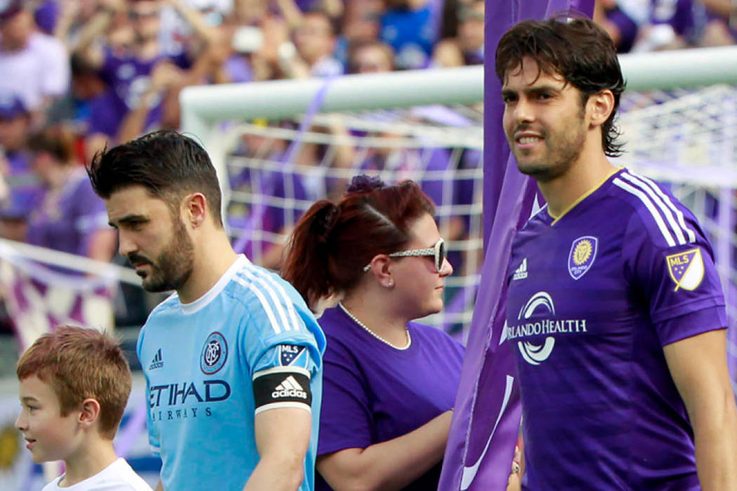 El español David Villa (New York City) y el ex del Real Madrid Kaka (Orlando City). | Agencia.