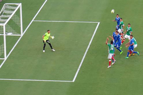En esta jugada Hedgardo Marín anotó el primer gol del partido. Domingo 9 de junio en el estadio Qualcomm de San Diego, California. | Foto Anthony Avellaneda/ El Tiempo.
