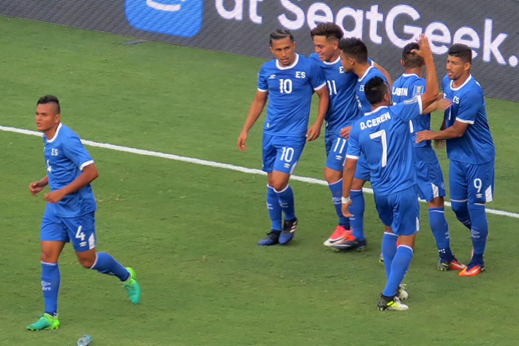 Rápidamente El Salvador logró empatar el partido. Domingo 9 de junio en el estadio Qualcomm de San Diego, California. | Foto Anthony Avellaneda/ El Tiempo.