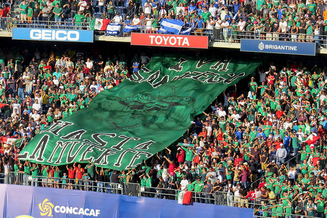 La afición mexicana apoyó a su equipo en todo momento. Domingo 9 de junio en el estadio Qualcomm de San Diego, California. | Foto Anthony Avellaneda/ El Tiempo.