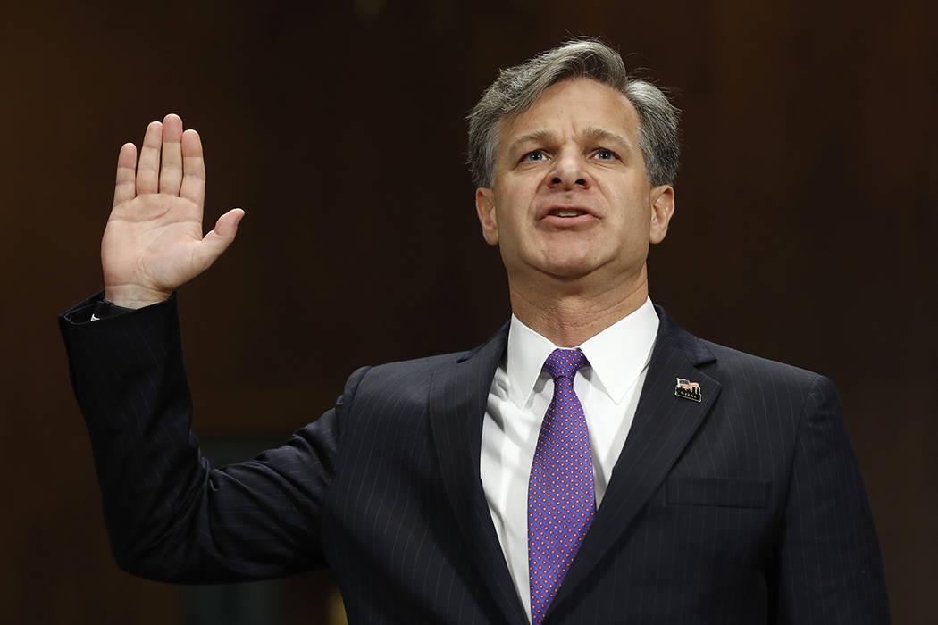 Christopher Wray, nominado a Director del FBI, es juramentado en el Capitolio en Washington, el miércoles 12 de julio de 2017, antes de testificar en su audiencia de confirmación ante el Comité ...