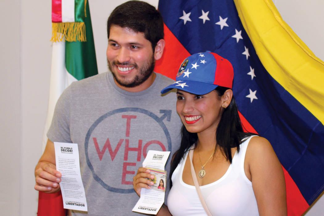 Las familias venezolanas en Las Vegas acudieron a votar. | Foto Cristian De la Rosa / El Tiempo.