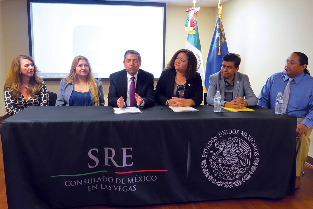 VF 1 Y 2: El 10 de julio se firmó el memorándum que oficializó el inicio de la Ventanilla de Atención Financiera. Lunes 10 de julio en el Consulado de México en Las Vegas. | Foto Anthony Avel ...