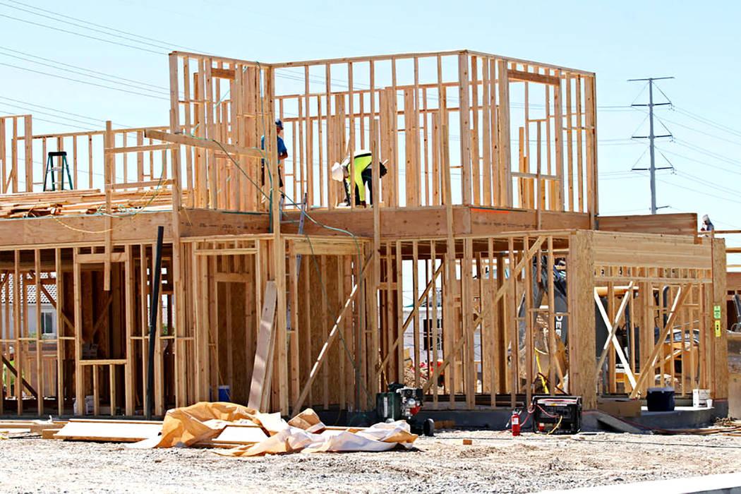 ARCHIVO- Una casa en construcción en la comunidad de Falcon Ridge en North Las Vegas, miércoles 4 de abril de 2012. | Foto Chitose Suzuki/ Las Vegas Review-Journal.
