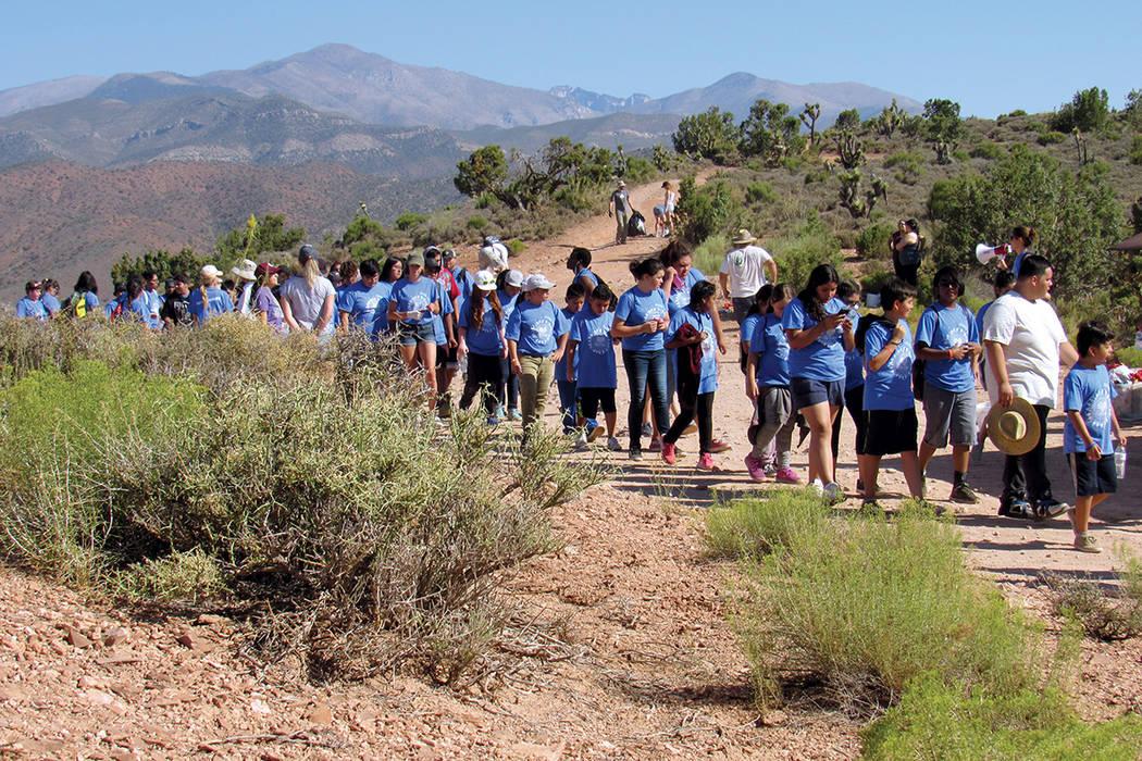 Jóvenes y familias latinas se unieron a la Latino Conservation Week, al participar en una jornada de limpieza de una parte de Lovell Canyon, en la región de Monte Charleston, el 15 de julio del  ...
