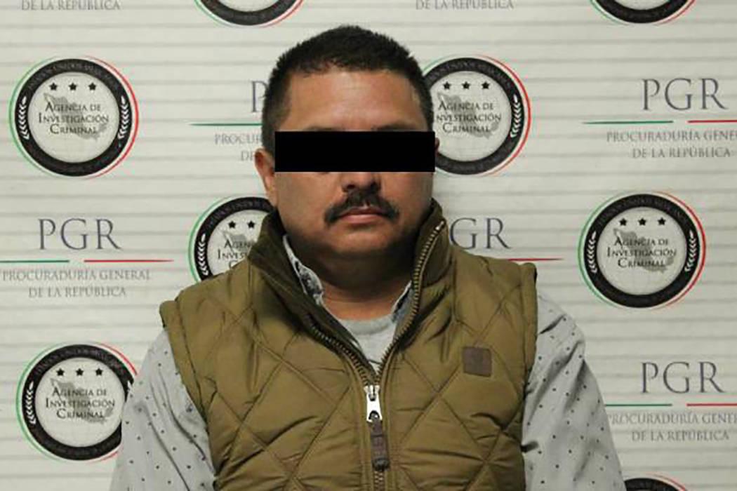 """Las autoridades cumplimentaron """"una orden de cateo en el estado de Puebla, donde lograron la detención de Omar 'V', quien cuenta con una orden de aprehensión por los delitos de secuestro,  ..."""