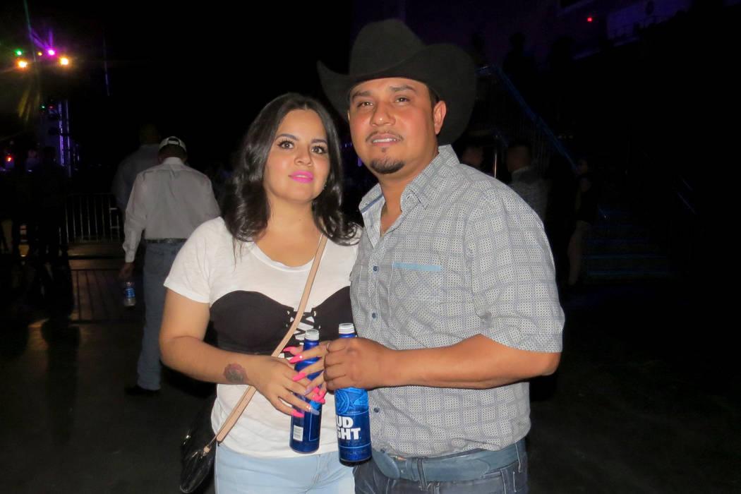 Gerardo Villicaña y Celida Miranda bailaron al ritmo de la música regional mexicana. Viernes 21 de julio en el Orleans Arena. | Foto Anthony Avellaneda/El Tiempo.