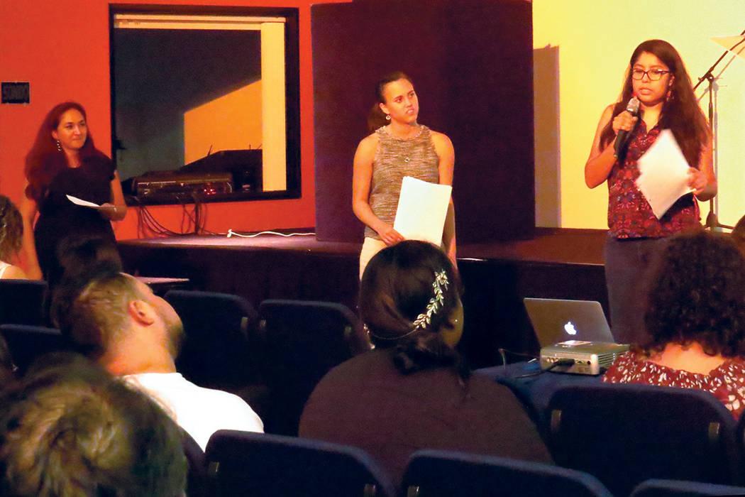 Los asistentes se informaron sobre el impacto de las plantas de energía de carbono en las comunidades cercanas a las mismas. Miércoles 19 de julio en la iglesia CAF. | Anthony Avellaneda/ El Tiempo.