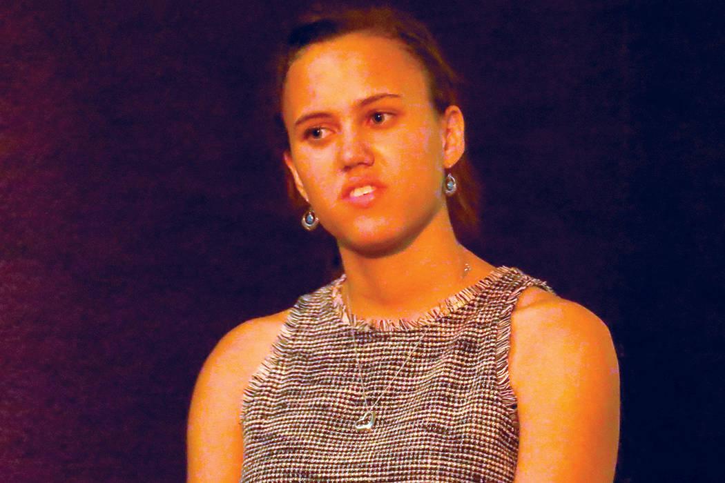 La organizadora de Sierra Club, Ana Boyd, habló sobre la importancia de sustituir plantas de carbono por plantas de energía renovable. Miércoles 19 de julio en la iglesia CAF. | Anthony Avellan ...