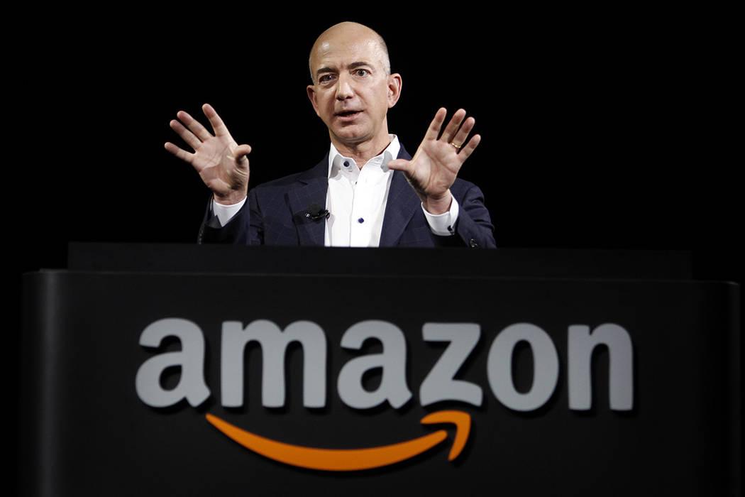 Jeff Bezos, CEO y fundador de Amazon, en la introducción de los nuevos dispositivos Amazon Kindle Fire HD y Kindle Paperwhite, en Santa Mónica, California, el jueves 6 de septiembre de 2012. | F ...