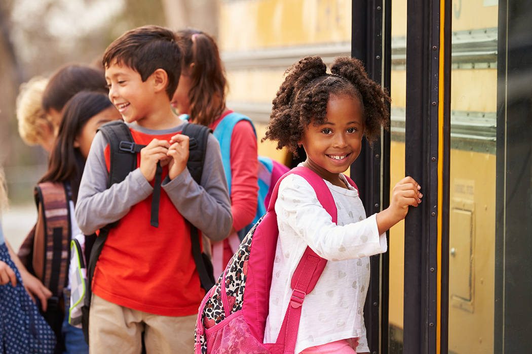 El número de identificación del estudiante y la fecha de nacimiento son requeridos para tener acceso a información de registro y transporte.