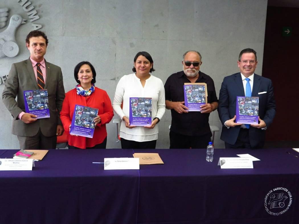 """Durante la presentación del Informe Especial """"El trabajo informal en el espacio público de la Ciudad de México. Un análisis desde la perspectiva de derechos humanos"""" realizado por la Comis ..."""