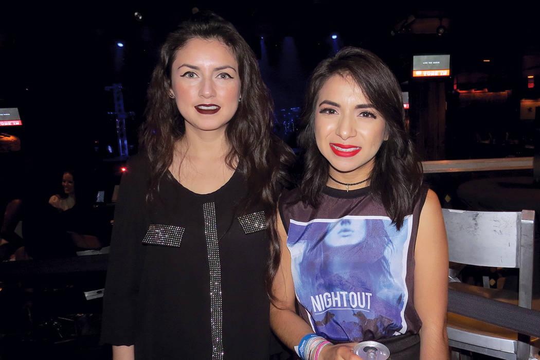 Mónica y Ana Ramírez se mostraron entusiasmadas por poder ver el show de Camila. Domingo 30 de julio en House of Blues. Foto El Tiempo.