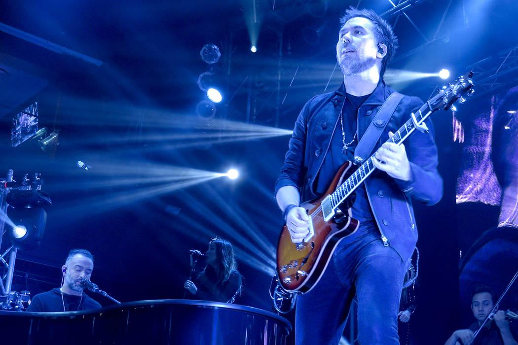 CAMILA 3 Y 4: Pablo Hurtado demostró una vez más porqué es uno de los mejores guitarristas latinos. Domingo 30 de julio en House of Blues. Foto El Tiempo.