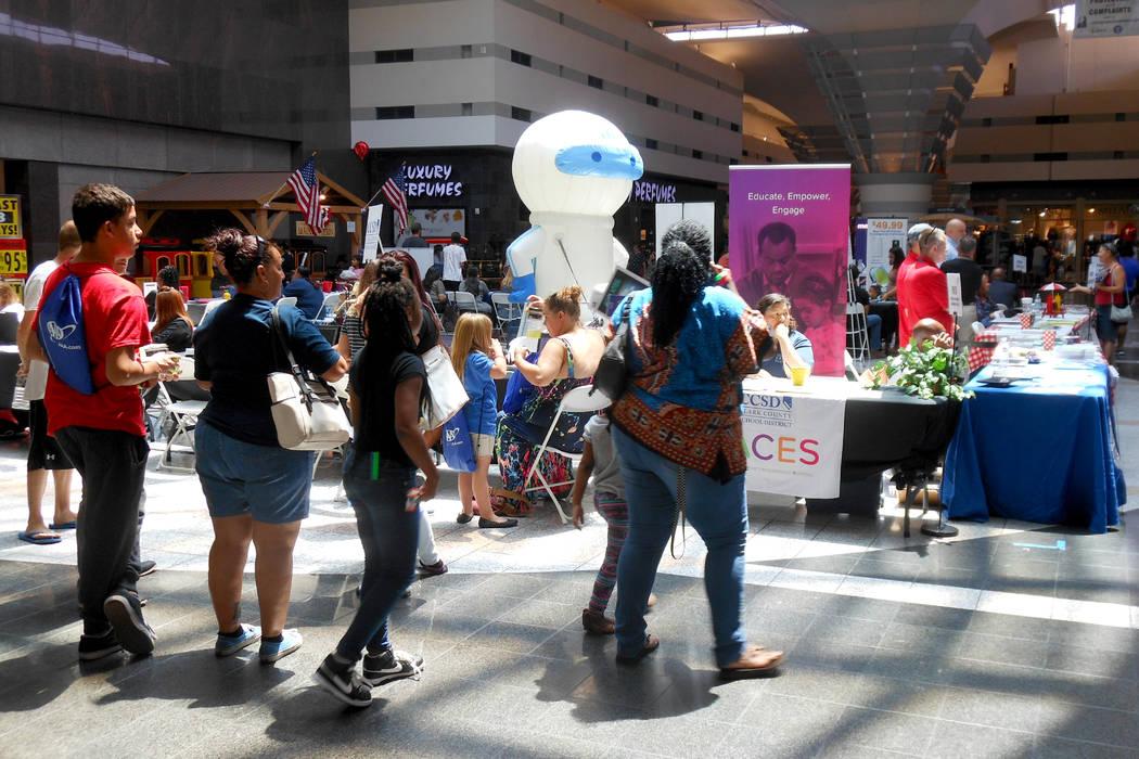 La Feria de Regreso a Clases tuvo unos 60 puestos con información para ayudar a los padres de familia a iniciar el nuevo ciclo 2017-2018. | Foto Valdemar González/ El Tiempo.