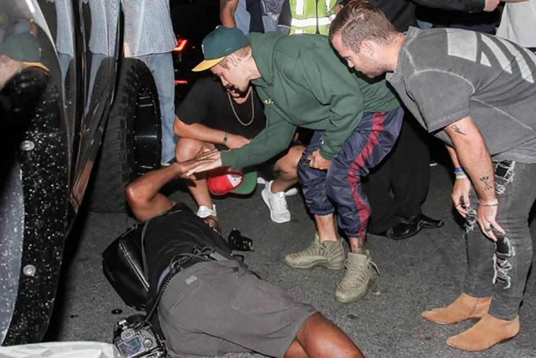Bieber golpeó accidentalmente a un paparazzo de 57 años en Beverly Hills, California, al salir de un evento el 26 de julio. | Foto CORTESÍA