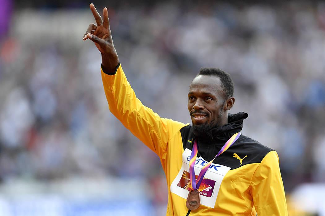 El medallista de bronce Usain Bolt de Jamaica salió del podio tras la ceremonia de medallas para los 100 metros de los hombres durante el Campeonato Mundial de Atletismo de Londres el domingo 6 d ...