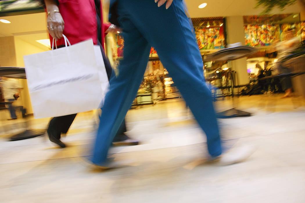 Entre abril y junio, en el segundo trimestre del año, el gasto de los consumidores en EEUU avanzó un 2,8 %, según informó el Gobierno recientemente al publicar su primer cálculo sobre la evol ...
