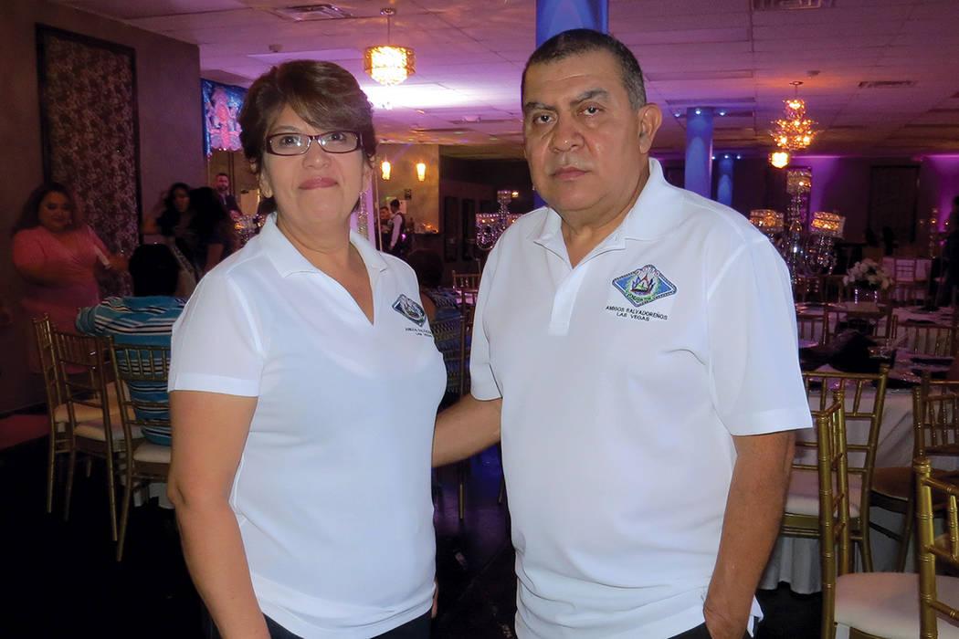 ES 1: El Sr. Guillermo Hernández y su esposa fueron parte de los organizadores del evento. Domingo 6 de agosto en Glamour Banquet Hall. | Foto Anthony Avellaneda/ El Tiempo.