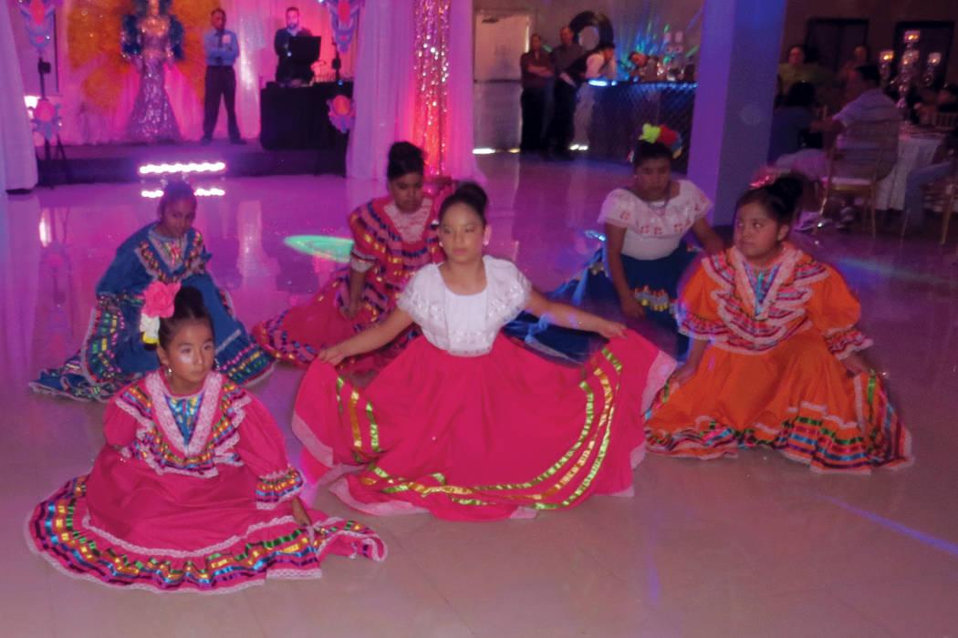 ES 3 Y 4: El grupo 'Folclor Perlas de México' presentó bailables típicos del país azteca. Domingo 6 de agosto en Glamour Banquet Hall. | Foto Anthony Avellaneda/ El Tiempo.
