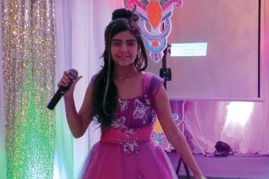 ES 6 Y 7: Sophia Camille fue una de las cantantes locales que se sumaron a esta celebración. Domingo 6 de agosto en Glamour Banquet Hall. | Foto Anthony Avellaneda/ El Tiempo.