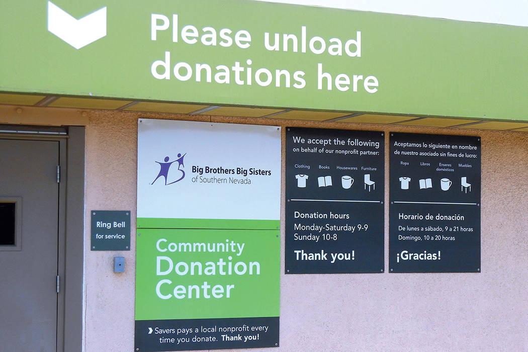 """Este es uno de los centros de acopio de donaciones """"Big Brothers Big Sisters"""", junto a la tienda Savers que luego las compra, las procesa y las vende como de """"segunda mano"""", en la esquina  ..."""